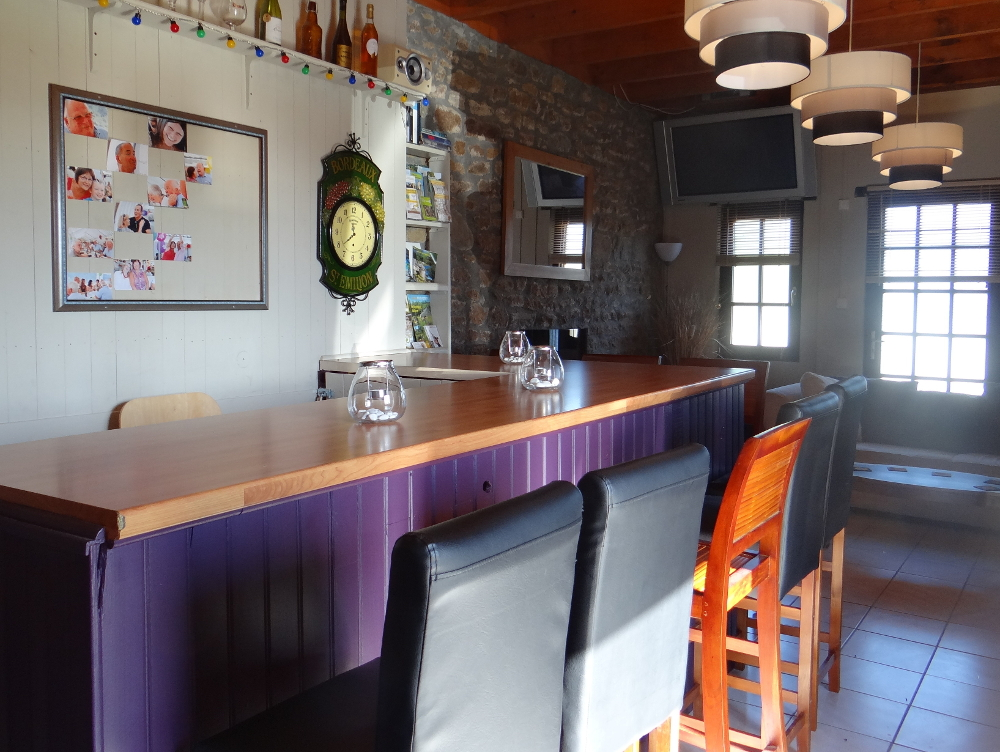 Photo of the interior of the Kingfisher bar at Parc Mayenne